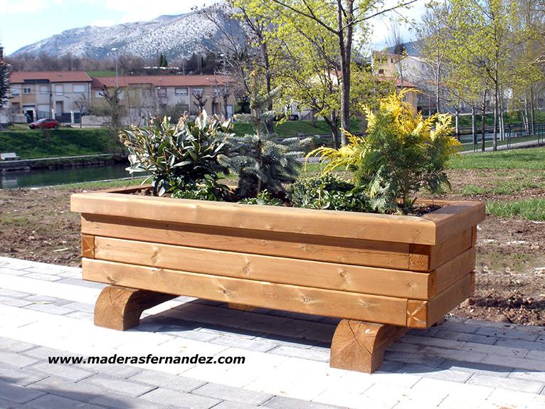 Papeleras jardineras y pasarelas exterior for Jardineras de madera para exterior